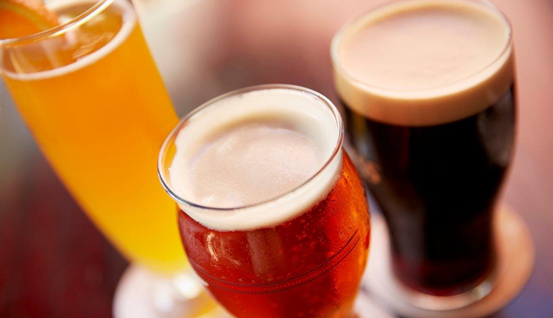 Cervezas servidas en vasos - Fomas de ahorrar dinero con cupones