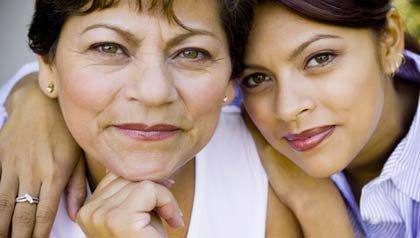 Retrato de madre e hija sonriendo