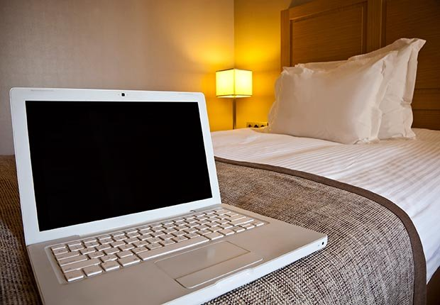 Laptop on hotel room bed (Ugurhan Betin/Istockphoto)