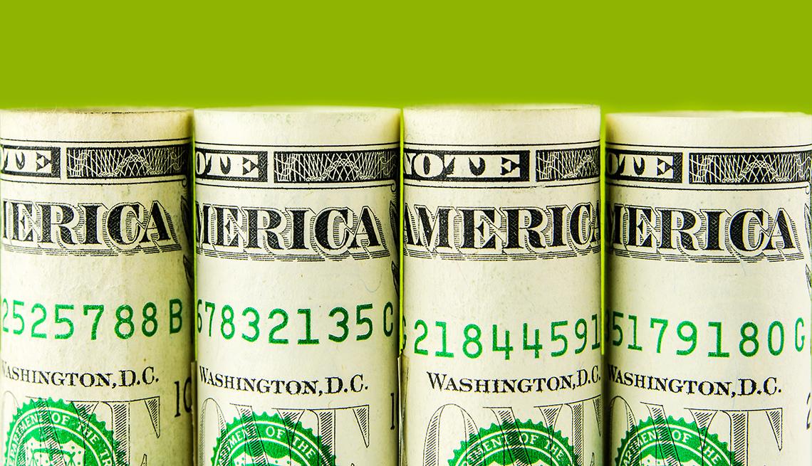 Billetes de dólar enrollados y en línea, el gobierno federal va en contra de los préstamos de día de pago