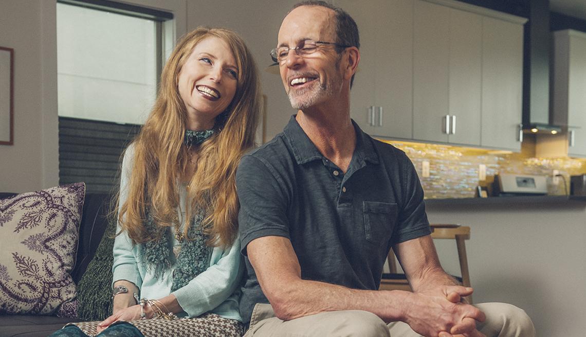 Dr. Dawn Anderson y Stuart Squire en su casa en Charlottesville, VA