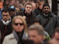 Resultados de la encuesta de AARP: Los adultos mayores de 50 años están preocupados con la situación económica.