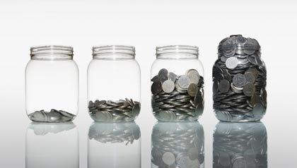 Los frascos con monedas - Jean Setzfand ofrece formas de aumentar los ahorros de jubilación después de los 50