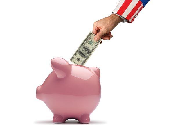 Ahorrando en una alcancía - Cómo ahorrar $10.000 al año