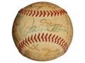 Bola de béisbol firmada por Joe DiMaggio y besada por Marilyn Monroe - Objetos coleccionables que le pueden generar dinero.