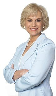 Julie Stav - Experta en Finanzas