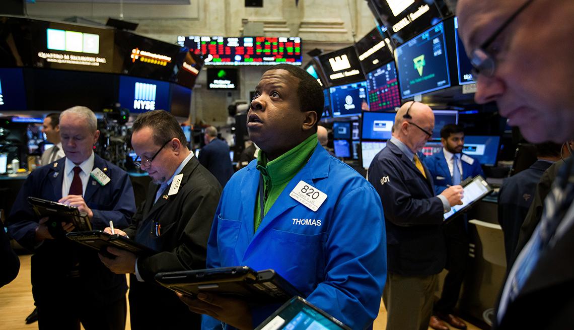 men on the trading floor of the new york stock exchange