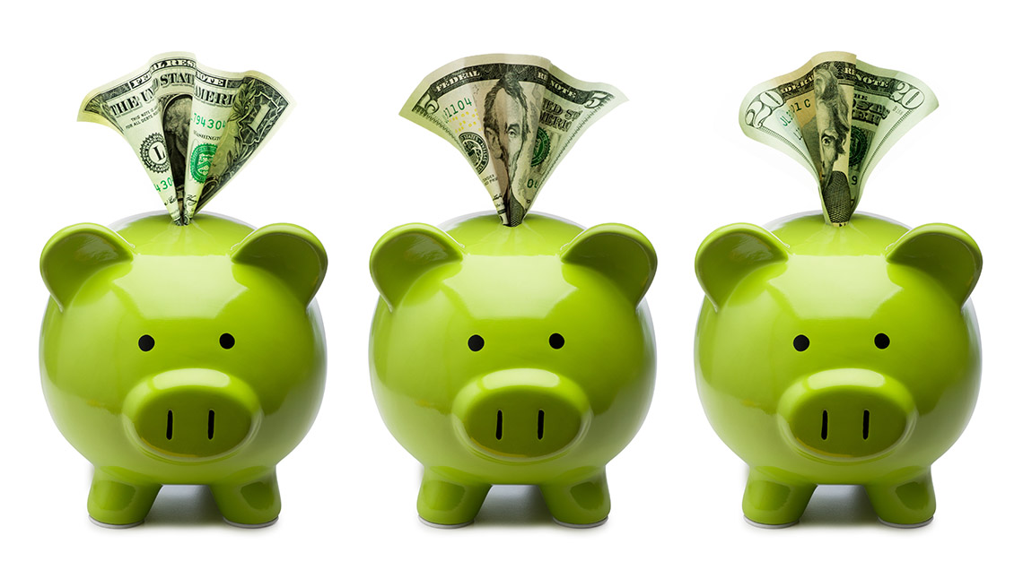 three green piggy banks with money in slots  related to simple investing strategy
