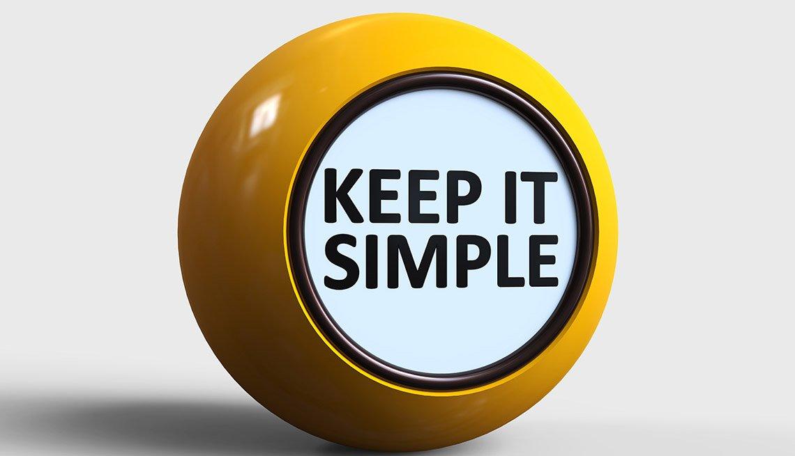 Bola amarilla brillante y en el centro un letrero sobre fondo blanco y borde negro que dice mantenlo simple