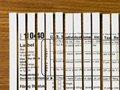 ,x-defaForma 1040 de impuestos cortada en pedazos - Los estafadores dicen que se puede obtener dinero mediante la presentación de una declaración de impuestos nueva