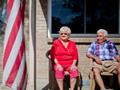 Barbara y Latzer Raymond se apoyaron en la fundación ElderWatch de AARP para contrarestar agentes de telemercadeo que exigian el pago de un collar de alerta médica que nunca estuvo de acuerdo con su compra.