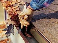 Limpieza de cunetas - otoño es la época de los fraudes de reparación de las viviendas