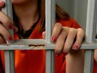 Una adolescente en la cárcel