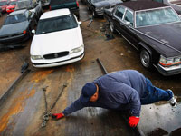 Man hooks car for towing - Memphis impound lot thefts