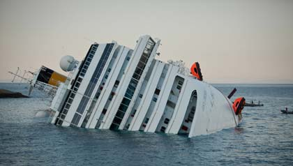 Crucero Costa Concordia naufragó en la costaToscana