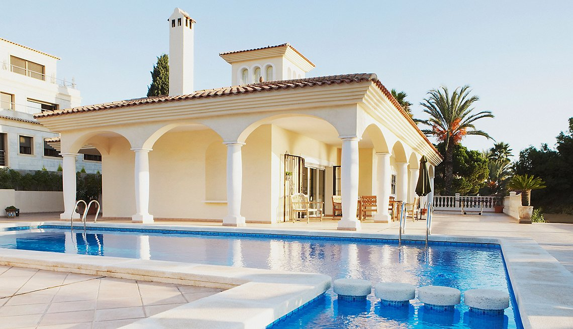 Vacation Villa, Swimming pool, Avoid Rental Scams