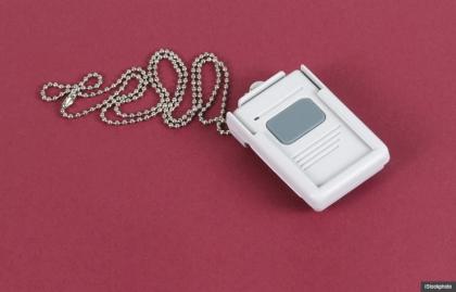 Tenga cuidado con las llamadas acerca de los dispositivos de alerta médica.