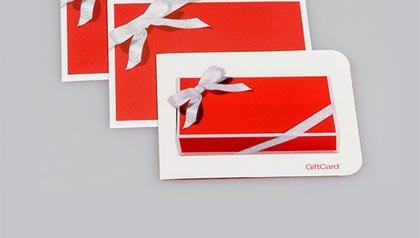 Tarjetas de regalo rojos con las cintas - Alerta de estafas de vacaciones.