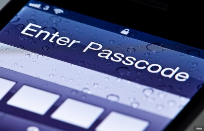 Enter a passcode on your cell phone, scam Alert to protect electronics (iStock)
