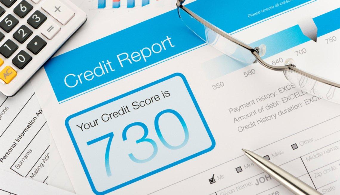 Formas de protegerte contra el robo de identidad - imagen de una hoja de un reporte de crédito, registráte en las agencias