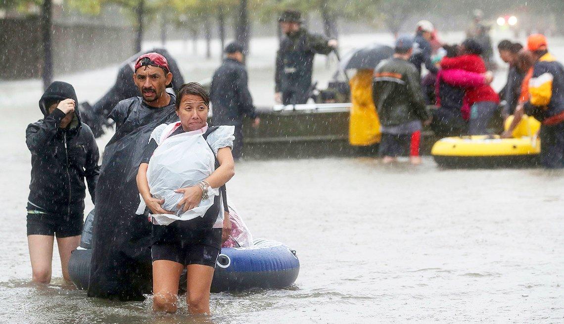 Imágenes de víctimas del huracán Harvey y cuidado con las estafas de entidades benéficas