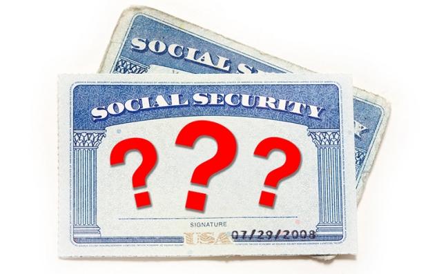 Tarjeta del Seguro Social con signos de interrogación dónde va el número, ¿será que cambia?