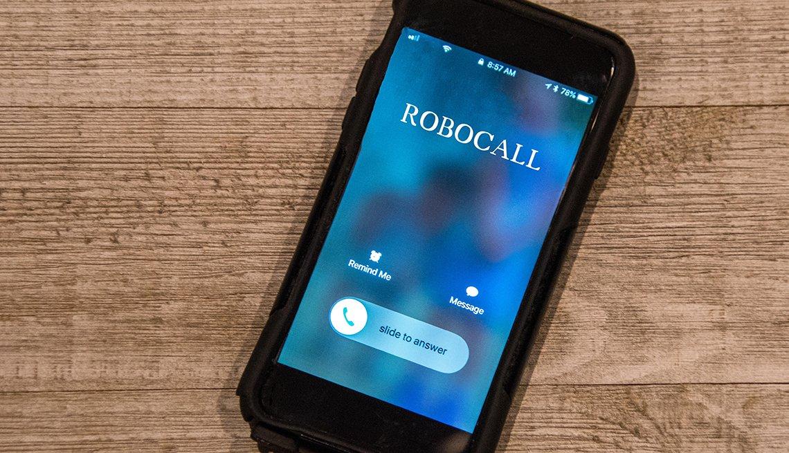 Teléfono móvil mostrando un número de llamada automatizada.