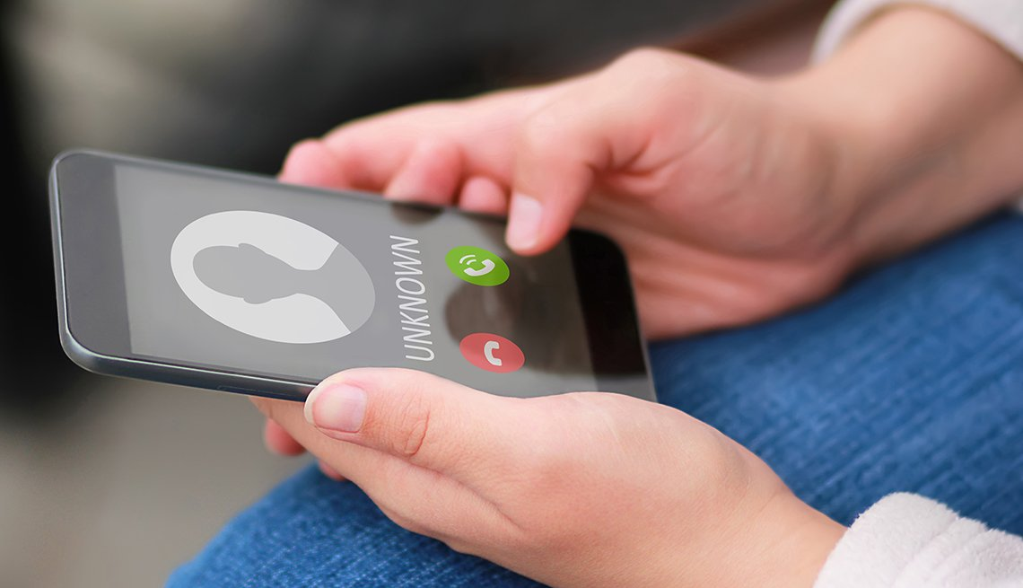 Teléfono inteligente que muestra una llamada desconocida.