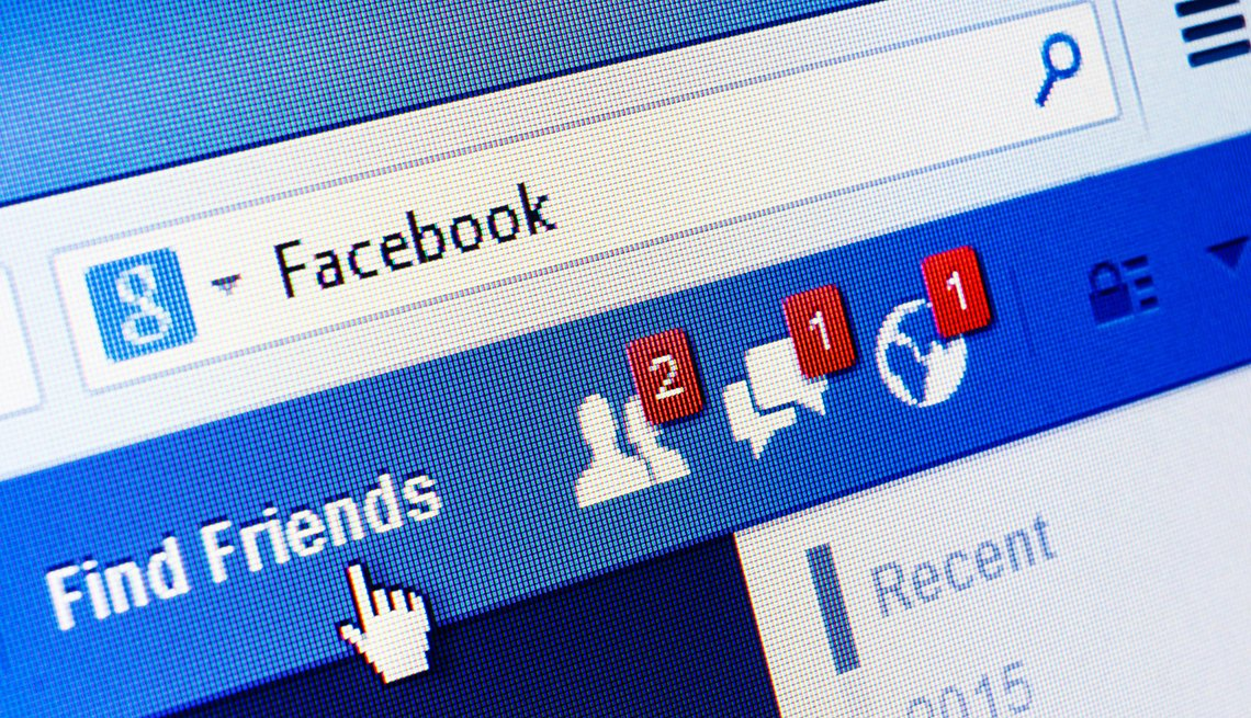 Página de inicio de Facebook.com con dos peticiones de amigos, un mensaje y una notificación.