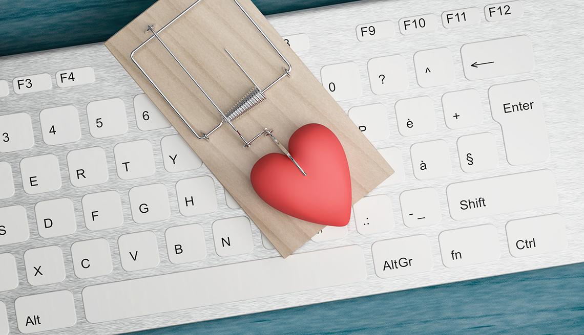 Trampa de ratón con un corazón encima de un teclado.