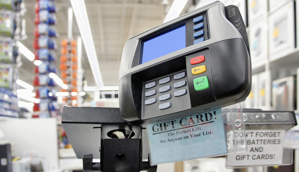 Caja de pago en una tienda de mercancía de bodega.