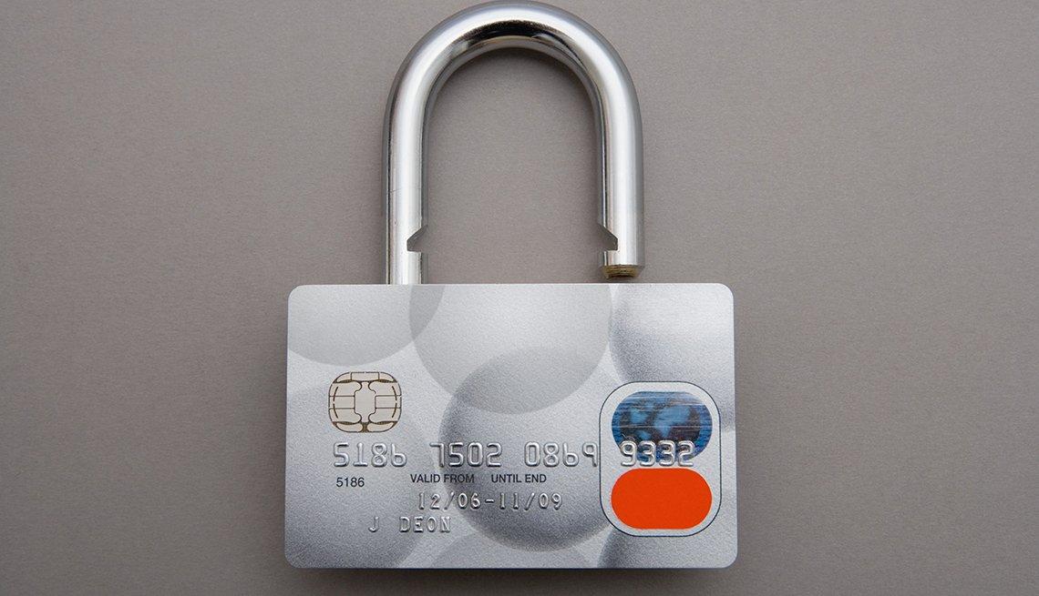 Tarjeta de crédito en forma de candado.