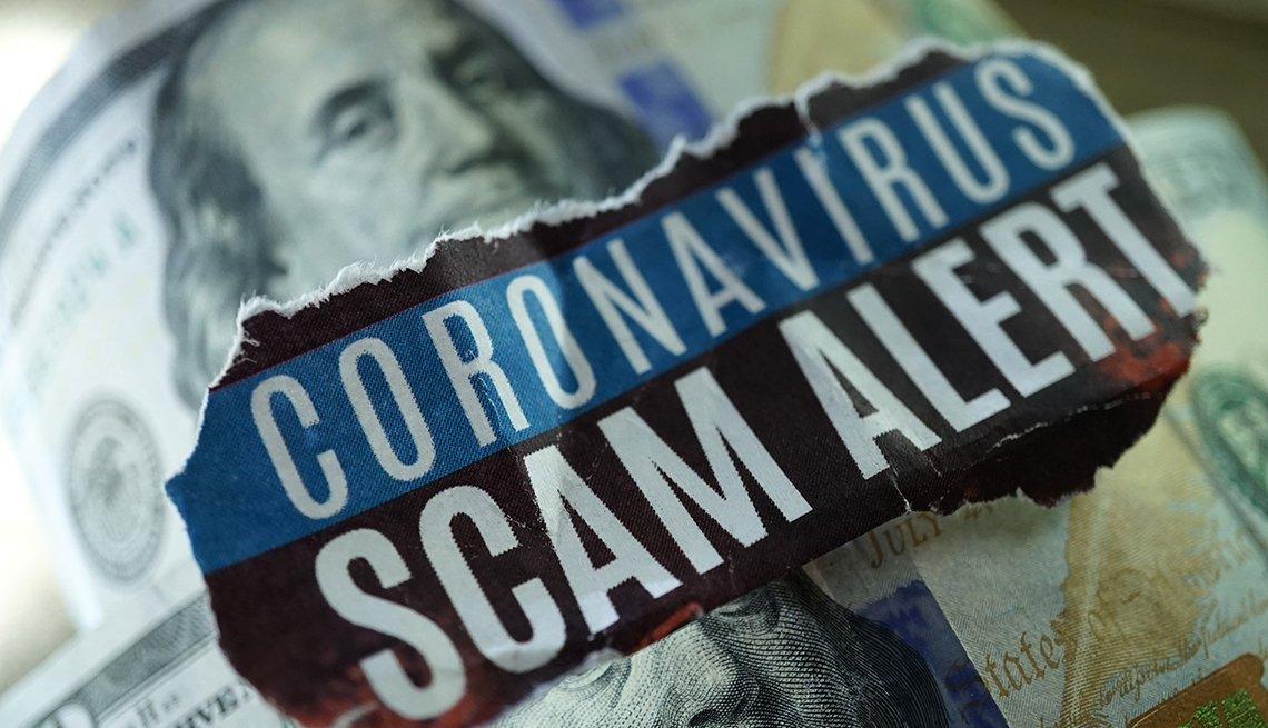 Dólares y encima una texto en inglés que dice alerta de fraude por coronavirus