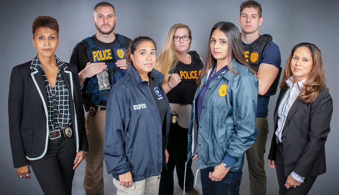 Grupo de oficiales de ley.