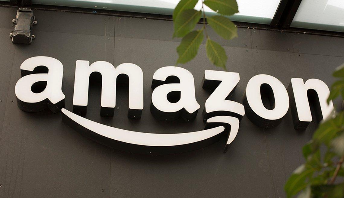 Logo de la compañía Amazon en una oficina.