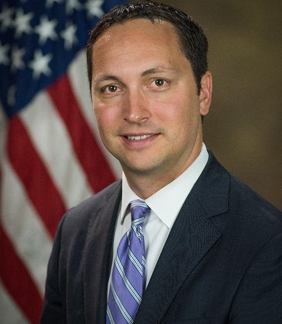 Ethan Davis, fiscal general adjunto interino de la división civil del DOJ