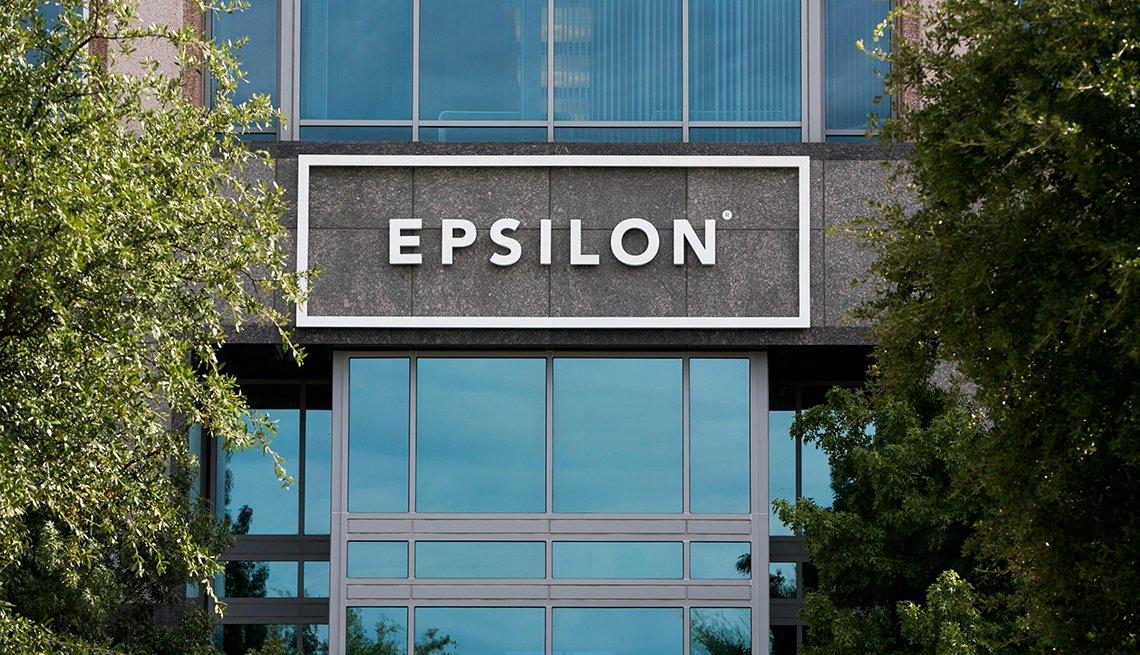 Logo de Epsilon sobre la fachada de su sede en Irving, Texas