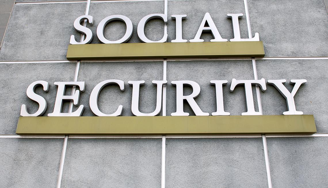 Letrero afuera del edificio de la Administración del Seguro Social
