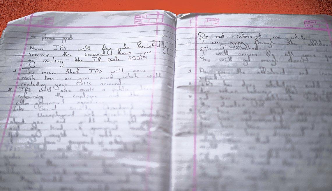 Cuaderno de notas de un estafador con sus diálogos y respuestas