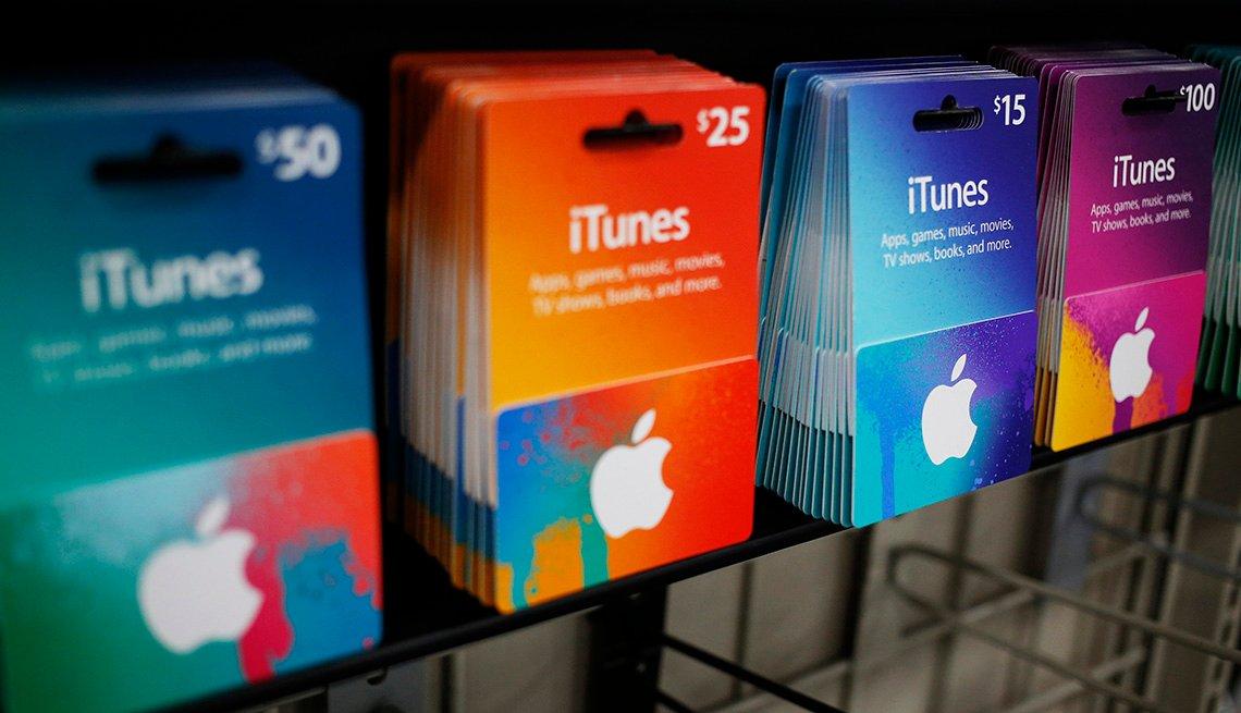 Tienda de Best Buy que muestra tarjetas de regalo de iTunes.