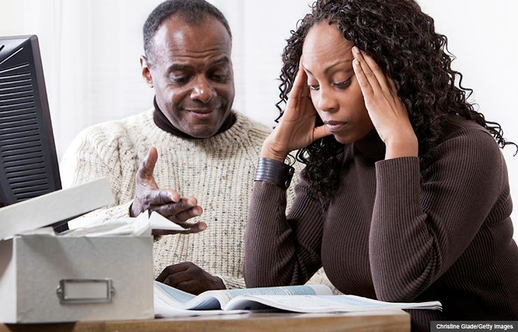Couple at the computer, Avoid a tax audit