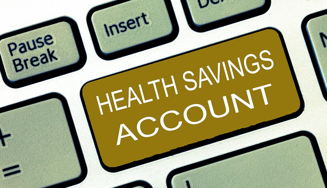Ilustración de un teclado de computadora con una tecla que dice cuenta de ahorros para cuidados de la salud.
