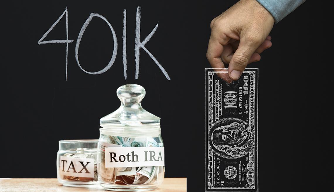Una jarra que dice impuestos y otra Roth IRA mientras que una mano sostiene el dibujo de un billete