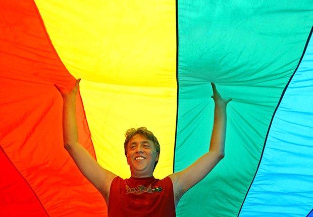 Hombre celebrando la homosexualidad