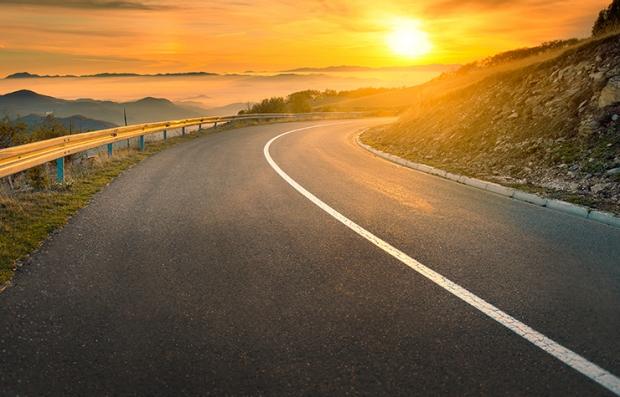 Atardecer visto desde una carretera - Envejecer