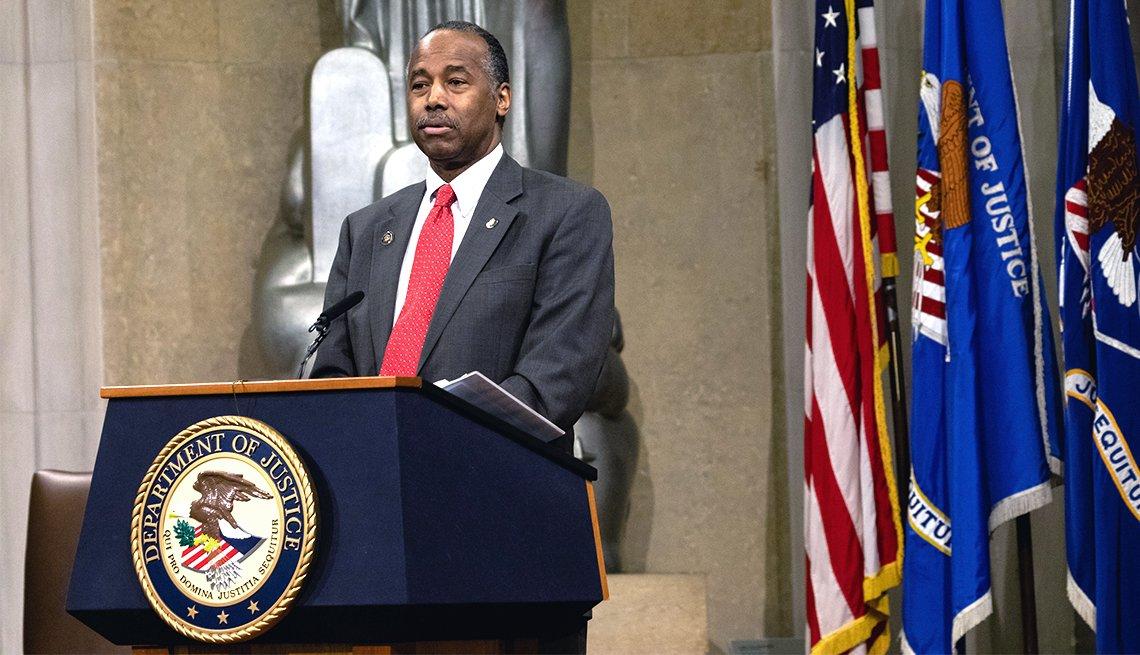Dr. Benjamin S. Carson Sr., Secretario del Departamento de Vivienda y Desarrollo Urbano (HUD).