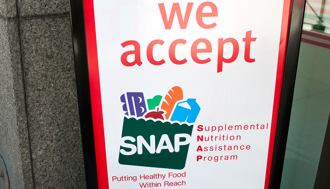 Sign saying this place accepts SNAP