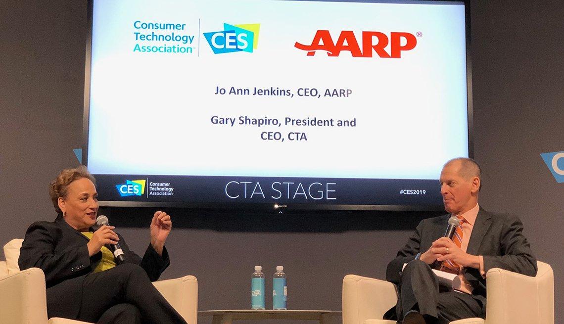 La presidente ejecutiva de AARP, Jo Ann Jenkins, habla en el Consumer Electronics Show