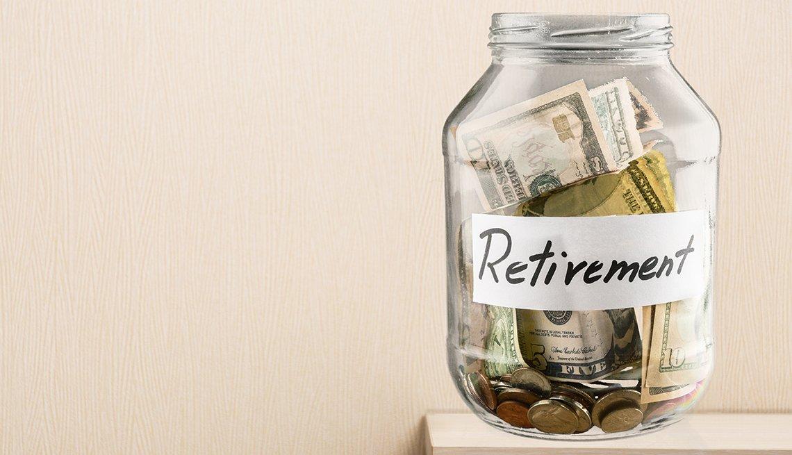Frasco de ahorros para la jubilación