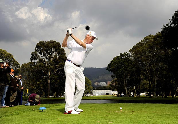 rmer U.S. President Bill Clinton plays a tee shot on the ninth hole during the Pro-Am at Pacific Rubiales Colombia Championship Presented by Samsung at Country Club de Bogota on February 15, 2012 in Bogota, Colombia